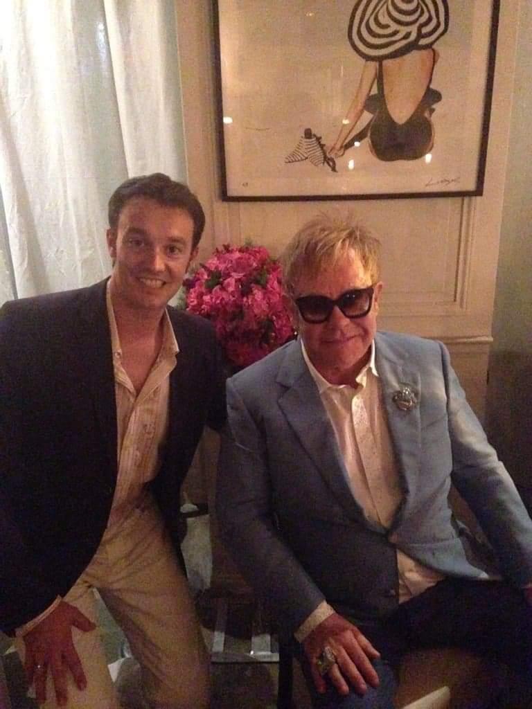 magicien à Nice pour anniversaire Elton John